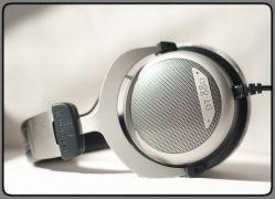 - Beyerdynamic DT 880 Premium