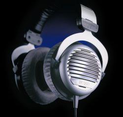 - Beyerdynamic DT 990 Premium