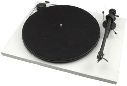 - Pro-Ject Essential II Phono USB